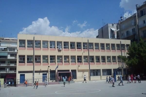 Σοκ στα σχολεία της χώρας με το Survivor: Ανήλικοι μαθητές μετατρέπουν τα προαύλια σε