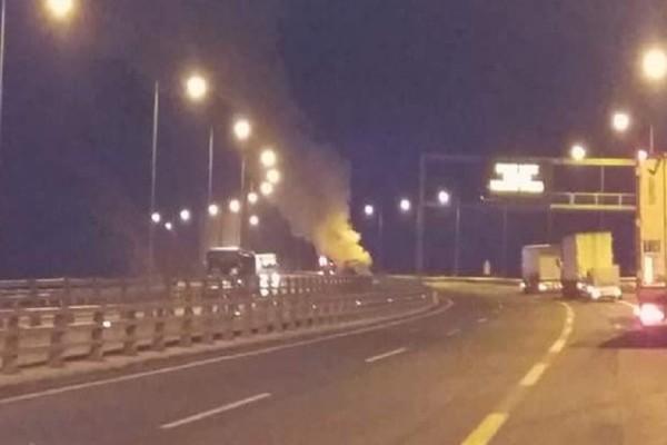 Τροχαίο - σοκ στην Εγνατία Οδό: Νταλίκα τυλίχθηκε στις φλόγες