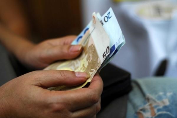 Ευχάριστα νέα για τους δικαιούχους του ΚΕΑ: Σήμερα μπαίνουν τα χρήματα!