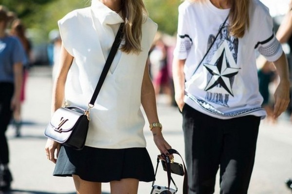 Zara: Επιτέλους, έφτασε πάλι εκείνη η εποχή του χρόνου που μπορούμε να φοράμε αυτό το χρώμα