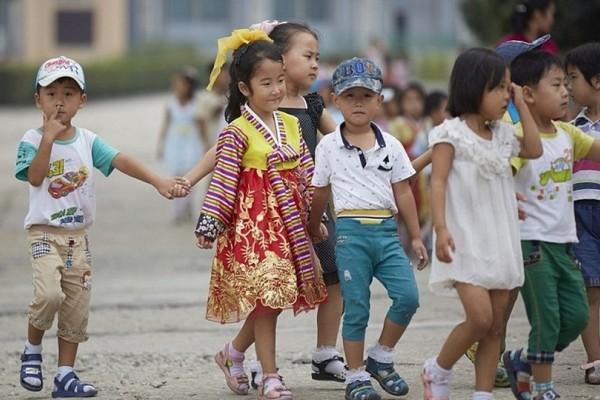 Έτσι ζουν την δική τους πραγματικότητα τα παιδιά στην Βόρεια Κορέα (Photo)