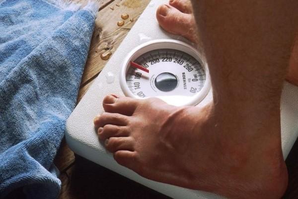Τρεις πανεύκολοι τρόποι να χάσετε κιλά χωρίς εξαντλητικές δίαιτες ή γυμναστική!