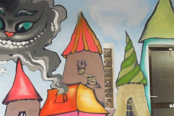 Το σχολείο στα Χανιά που τα γκράφιτι στους τοίχους του το μεταμορφώνει σε... παραμύθι! (photos)