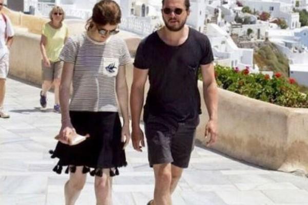 Ο Jon Snow έχει πάθει πλάκα με τις ομορφιές της Ελλάδας! Σε ποιο κοσμοπολίτικο νησί βρίσκεται με την αγαπημένη του;