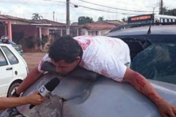 Τραγικό: Δημοσιογράφος παίρνει συνέντευξη από θύμα τροχαίου που ήταν μέσα στα αίματα!