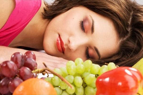 Αυτές είναι οι 5 τροφές που δεν πρέπει να τρώτε ποτέ πριν τον ύπνο!