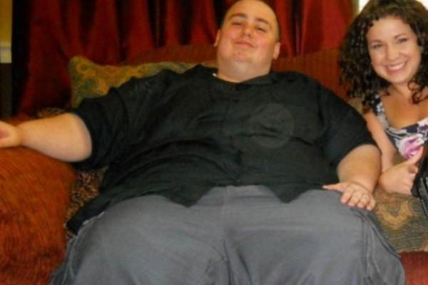 Πριν 6 χρόνια ζύγιζε 200 κιλά και το στήθος του κρεμόταν μέχρι τη μέση. Όταν δείτε πως είναι σήμερα θα μείνετε άφωνοι (photos)