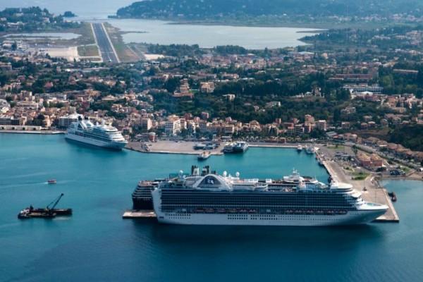 Πανικός: Δείτε σε ποιο ελληνικό νησί έφτασαν 12.000 επισκέπτες κρουαζιέρας σε 2 μέρες (photos)