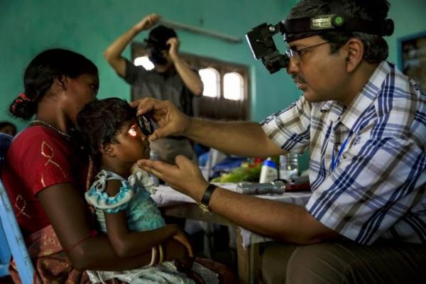 Τυφλά παιδιά βλέπουν για πρώτη φορά! Σπαρακτικές εικόνες που θα σας