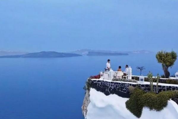 Στην Ελλάδα το εστιατόριο με την ομορφότερη θέα του κόσμου! Πού βρίσκεται το μαγαζί που αποθεώνει μέχρι και το National Geographic; (photos + video)