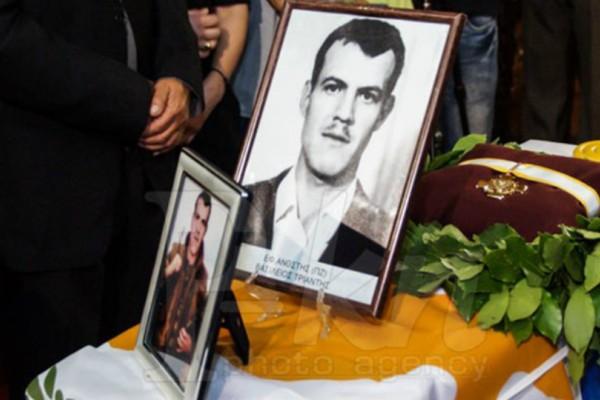 Με τιμές ήρωα κηδεύτηκε ο ΕΛΔΥΚάριος Βασίλης Τριάντης