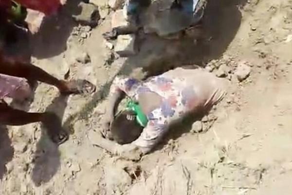 Βίντεο σοκ: Έθαψαν ζωντανή 19χρονη κοπέλα! Ο λόγος που το έκαναν είναι πραγματικά εξωπραγματικός (video)