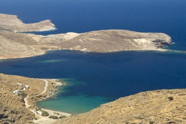 Το μαγευτικό κυκλαδίτικο νησί με τα 43 γραφικά χωριά και τις 26 παραλίες! (Photos)