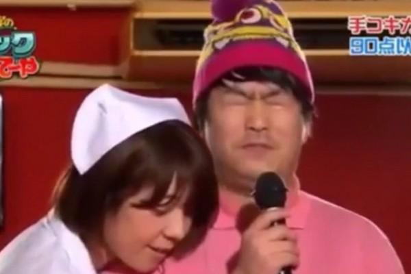 Το τηλεπαιχνίδι που σαρώνει στην Ιαπωνία: Άντρες τραγουδούν την ώρα που γυναίκες τους ικανοποιούν ερωτικά! (photos + video)
