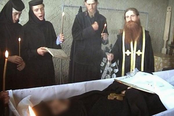 Φρίκη: Μοναχοί σταύρωσαν 23χρονη καλόγρια μετά από εξορκισμό! Εικόνες που σοκάρουν