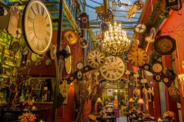 Το ομορφότερο μπαράκι της Αθήνας κλείνει δύο χρόνια και το γιορτάζει δεόντως! Εσύ θα λείπεις;