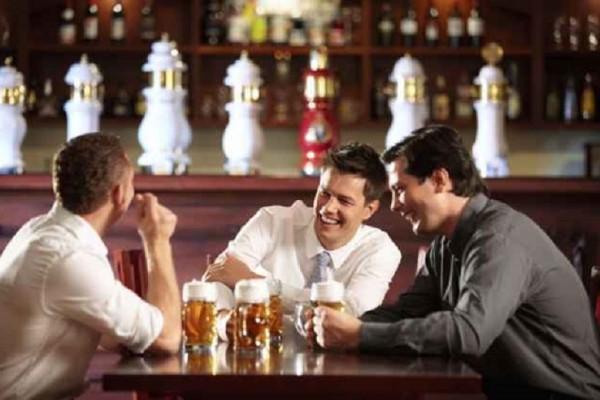 Δεν θα το πιστέψετε - Ποια... «κακή» συνήθεια κάνει καλό στους άντρες σύμφωνα με έρευνα