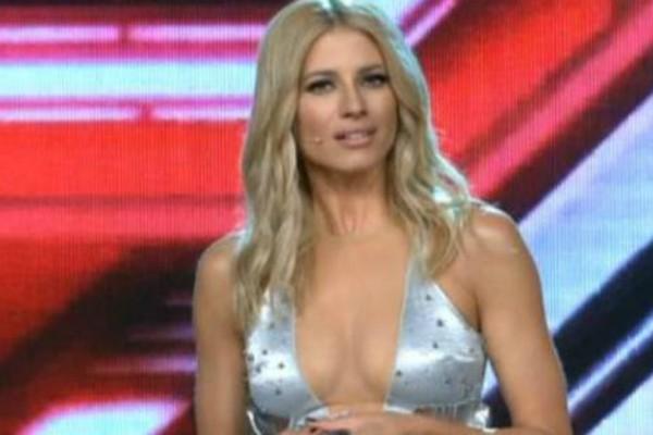 Τράβηξε όλα τα βλέμματα πάνω της με την σέξι εμφάνιση της στο X Factor η Ευαγγελία Αραβανή! (Photos)