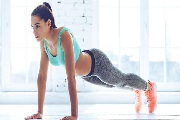 Αυτές οι 7 απλές ασκήσεις θα αλλάξουν το σώμα σας σε λίγες εβδομάδες!