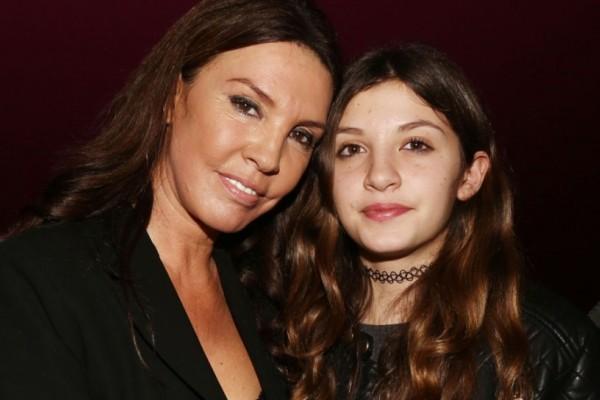 Η κόρη της Βάνας Μπάρμπα μεγάλωσε και είναι μια κουκλάρα! Δείτε πόσο μοιάζει με την μητέρα της (photos)