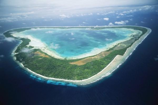 Εικόνες που προκαλούν δέος: Αυτό το νησί βρίσκεται στην αρχή της Γης και το καταπίνει... αργά - αργά η θάλασσα! (Photos)