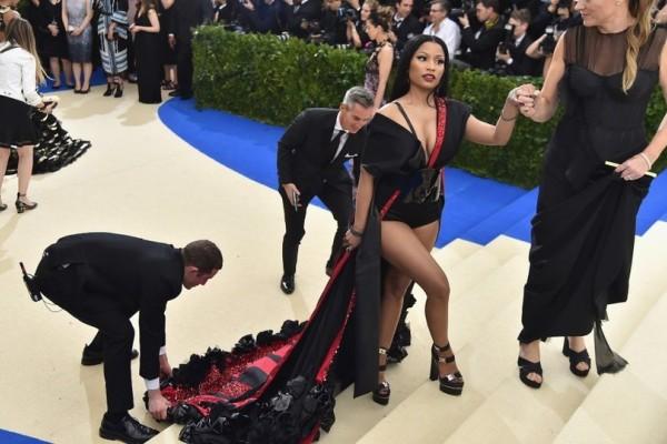 Τα πέταξαν όλα: Σόκαραν με τις σχεδόν γυμνές εμφανίσεις τους στο κόκκινο χαλί της Νέας Υόρκης! (Photos)