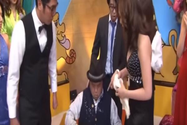 """""""Μην καταπίνεις"""": Αυτό είναι το πιο περίεργο τηλεπαιχνίδι του κόσμου και είναι στην Ιαπωνία (Video)"""