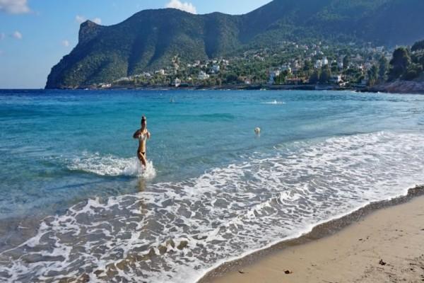 Οι 16 παραλίες της Αττικής που πήραν Γαλάζια Σημαία για το φετινό καλοκαίρι! (photos)