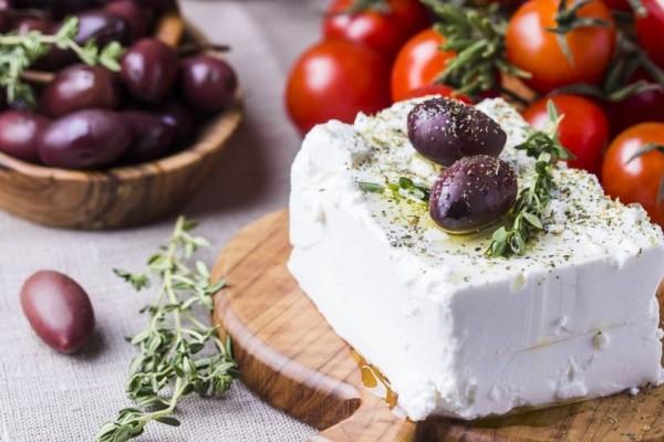 Έτσι θα καταφέρετε να διατηρήσετε την φέτα στο ψυγείο για μήνες χωρίς να σας χαλάσει!