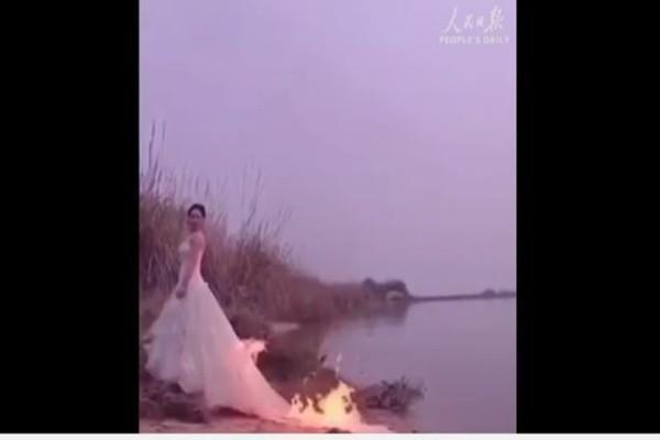 Δεν πάμε καλά: Έβαλε φωτιά στο νυφικό της για να βγάλει την τέλεια φωτογραφία! (Video)