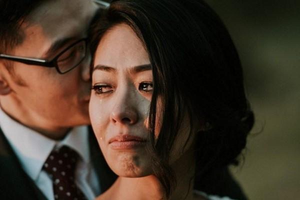 Γαμπρός ψιθυρίζει στη νύφη γιατί θέλει να περάσει όλη του την ζωή μαζί της και η φωτογραφία γίνεται viral (photos)