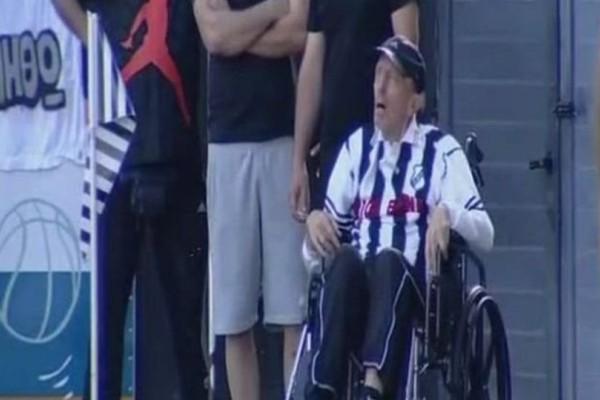 Σπάραξαν καρδιές με τον Ευγένιο Γκέραρντ σε αναπηρικό καροτσάκι! (video)