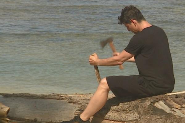 Survivor: Φωτογραφίες-Ντοκουμέντο! Δείτε τι έκανε ο Σάκης Ρουβάς στην παραλία των Διασήμων και των Μαχητών πριν την προβολή του επεισοδίου στην τηλεόραση!