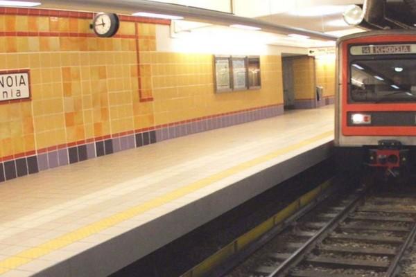Άνθρωπος έπεσε στις γραμμές του Ηλεκτρικού στον σταθμό της Ομόνοιας - Ακινητοποιημένοι οι συρμοί