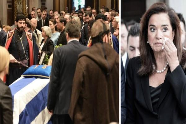 Τώρα: Σε λαϊκό προσκύνημα η σορός του Κωνσταντίνου Μητσοτάκη! Ράκος η Ντόρα Μπακογιάννη! (photos+video)