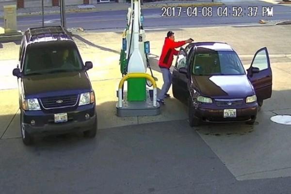 Βίντεο - σοκ: Ανταλλαγή πυροβολισμών σε βενζινάδικο μέχρι ο ένας να πέσει νεκρός! (Video)