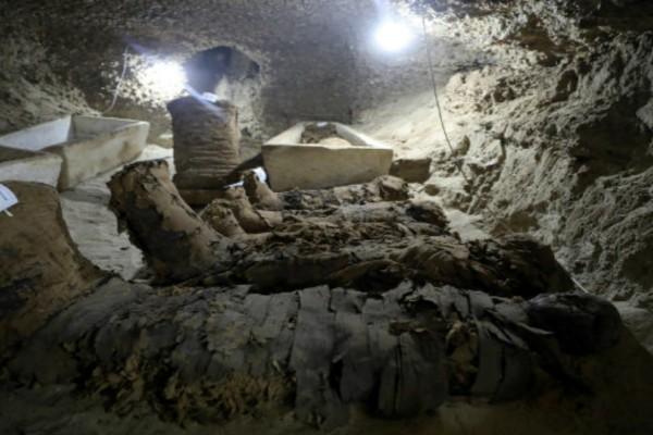 Ιστορική ανακάλυψη: Βρέθηκαν 17 άθικτες μούμιες από τον καιρό του Μεγάλου Αλεξάνδρου και του Πτολεμαίου