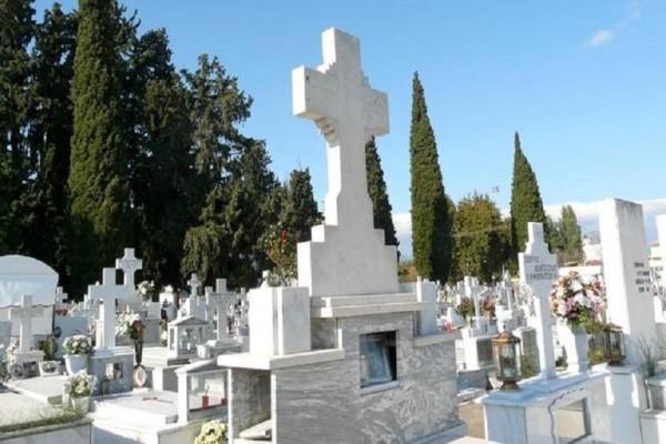 Πανικός σε νεκροταφείο της Κύπρου: Ιερέας διέκοψε την κηδεία όταν αντιλήφθηκε τη μακάβρια γκάφα