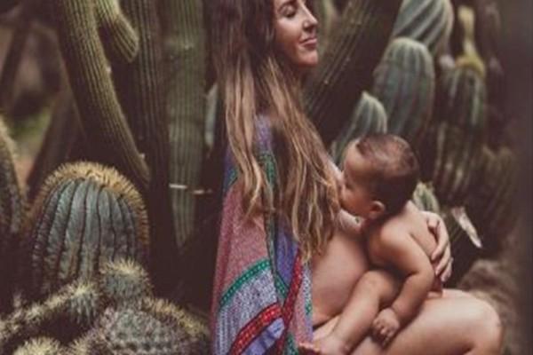 Συγκλονιστική φωτογραφία: Όταν η απόλυτη στιγμή της μητρότητας γίνεται τέχνη... (Photo)