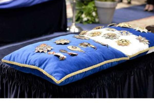Συγκινητικό! Τα παράσημα του Κωνσταντίνου Μητσοτάκη για το έργο του και την προσφορά του! (Photos)