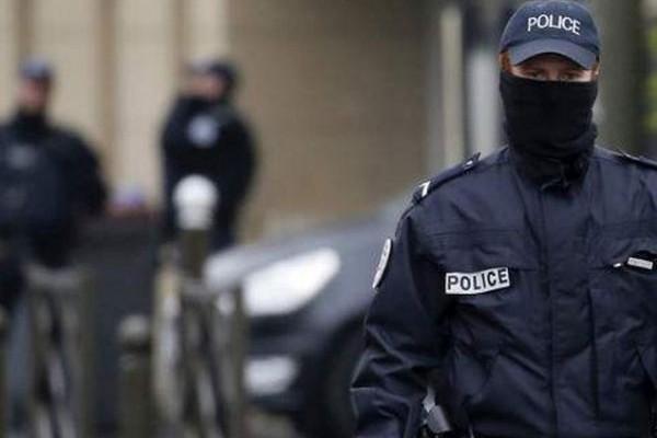 Έκτακτη είδηση: Συναγερμός στο Παρίσι! Νεαρός απειλεί να ανατινάξει λεωφορείο!