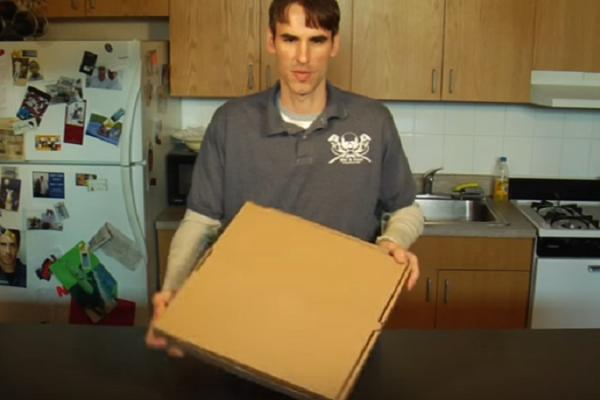 Τρομερό: Τέτοιο κουτί πίτσας δεν έχετε ξαναδεί! Τι ακριβώς κάνει; (video)