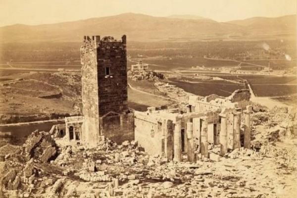 Πίσω σε μίαν άλλη εποχή! Ο χαμένος Πύργος και ο Ιερός Βράχος της Ακρόπολης όπως δεν τον έχουμε ξαναδεί! (Φωτογραφίες - ντοκουμέντα)