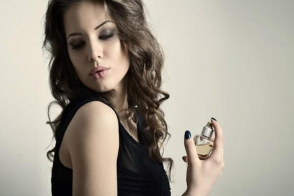 Θέλετε να μυρίζετε πάντα όμορφα; 8 γυναίκες σας δίνουν τα «μυστικά» τους!