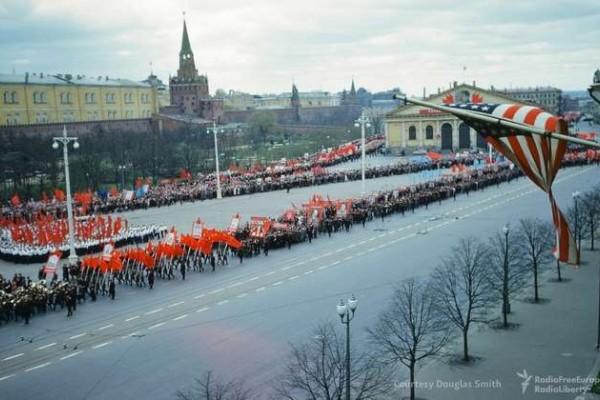 Έγχρωμο ντοκουμέντο από την κηδεία του Στάλιν και την ζωή στην Μόσχα κατά την διάρκεια του