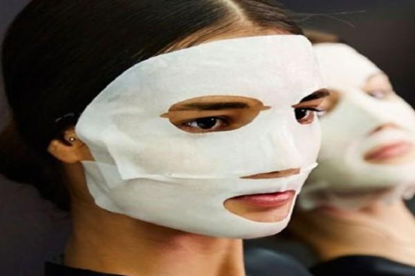 Φόρεσε 100 μάσκες ομορφιάς στο πρόσωπο της! Δεν φαντάζεστε το αποτέλεσμα (video)