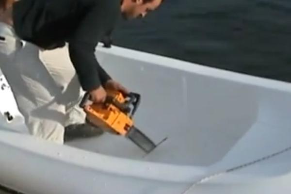 Αδιανόητο: Κόβουν στην μέση ένα σκάφος! Αυτό που γίνεται στην συνέχεια δεν το χωράει ανθρώπινος νους (video)