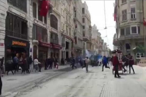 Φωτογραφία - Ντοκουμέντο: Στιγμές μετά από τα μαχαιρώματα Τούρκων οπαδών σε Έλληνες, που προκαλούν ανατριχίλα