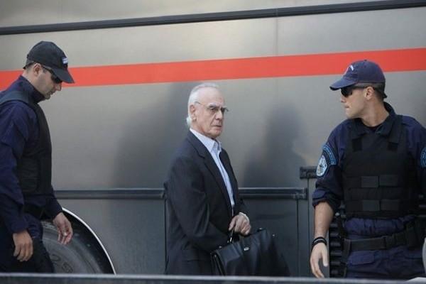 Αποφυλακίστηκε και παρουσιάστηκε σε μαύρο χάλι ο Άκης Τσοχατζόπουλος! (Video)