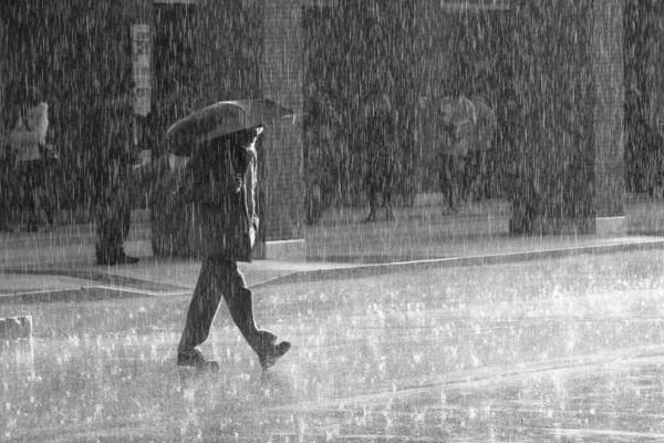 Ξεχάστε τον καύσωνα! Έρχονται καταιγίδες και πτώση της θερμοκρασίας - Διαβάστε την πρόγνωση του Γιάννη Καλλιάνου